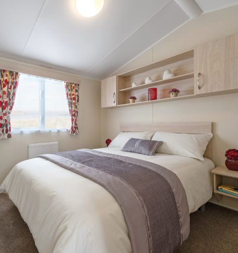 https://www.rosehillcaravanpark.co.uk/wp-content/uploads/2020/11/master-bedroom-aspect-ratio-480-510.jpg